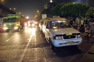 14-Februari-2011-Angkot-jadi-omprengan-malam